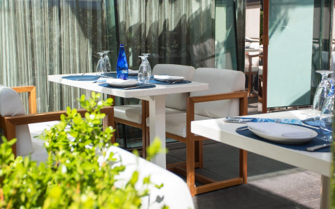 outdoor white table and chairs