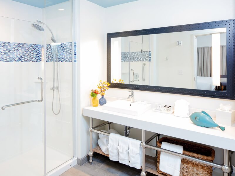 bathroom suite with large mirror and counterspace