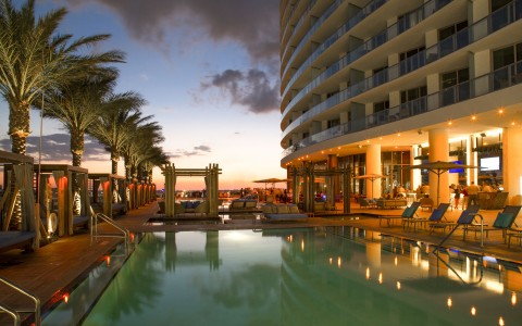 Beachfront Dining In South Florida Hyde Resort Residences
