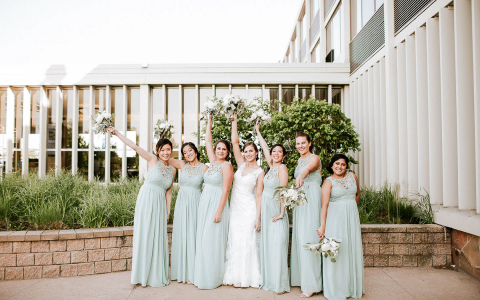 bridde and her bridesmaids in mint green dresses
