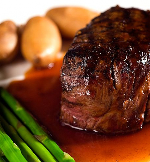 filet mignon with asparagus and potatoes