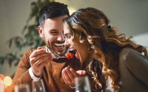 couple eating and laughing
