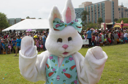 Mood Gardens Easter Brunch Bunny in Costume at the outdoor event