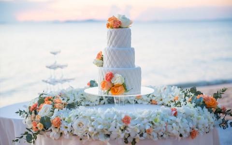 wedding cake at a beach