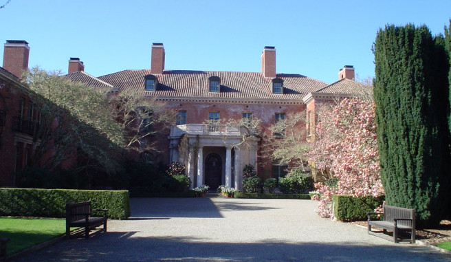 Filoli Mansion and path with a bench and bush
