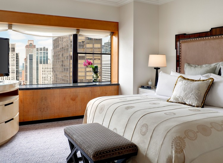 Room with king bed, Tv & city view