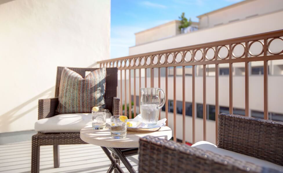 Private Balcony Breakfasts Inset