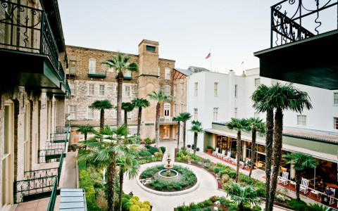 the couryard and founatin at the menger