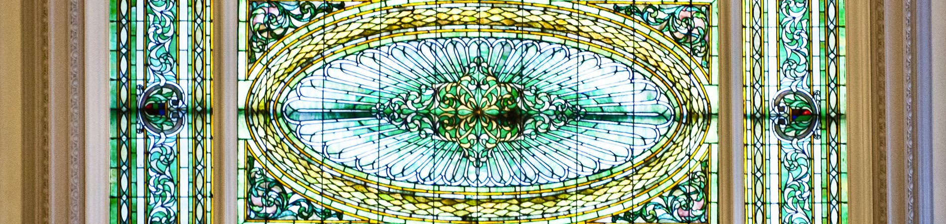 stain glass ceiling in the menger lobby