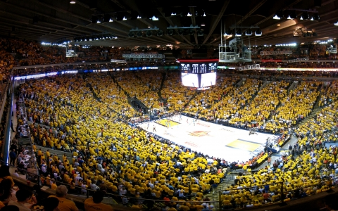 crowd at oracle arena