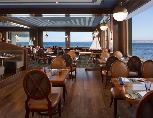 Relaxed Oceanfront Dining