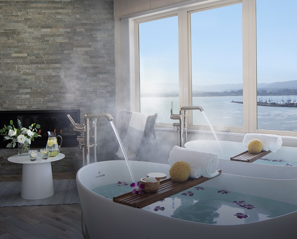 spa bathtubs overlooking the ocean