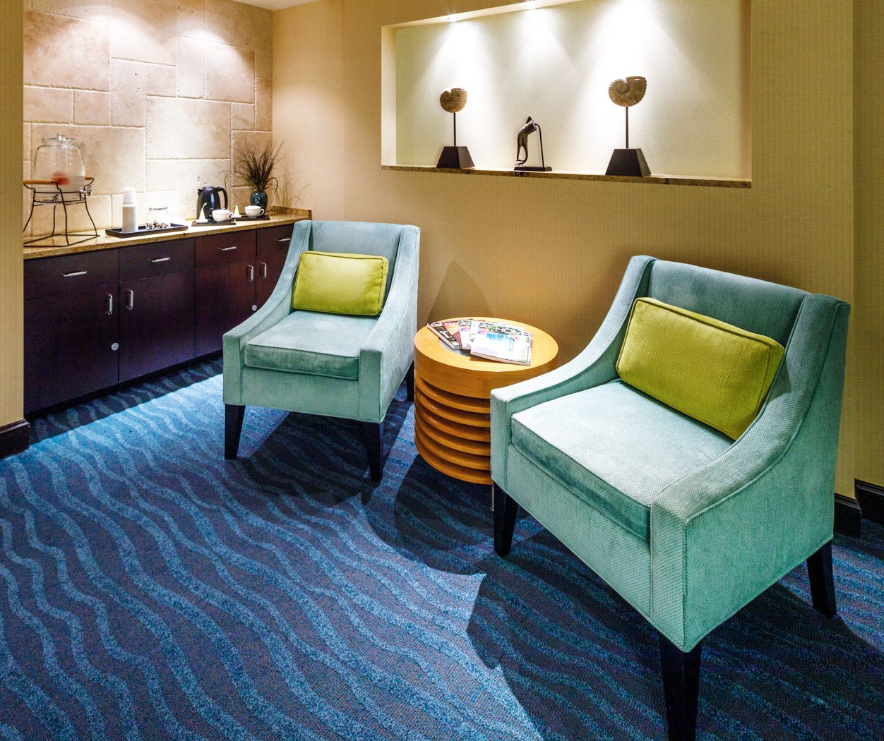 seating area with two turquoise seats