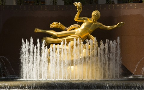prometheus statue at rockefeller center in new york city