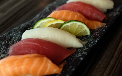 Row of raw fish with slices of lime