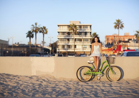 woman at beach with bike cruiser