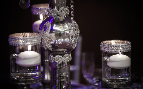 table arrangements with silver decorations