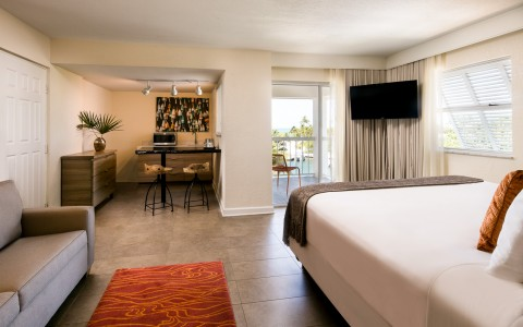 Pelican Cove Suite with Partial Ocean View and Kitchenette