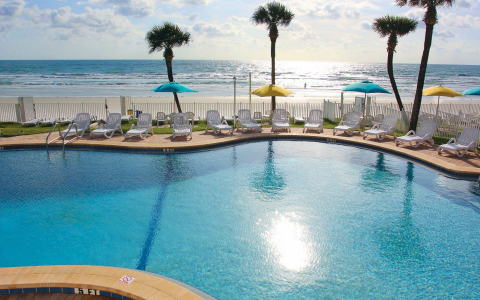 Perrys ocean edge pool and beachfront view