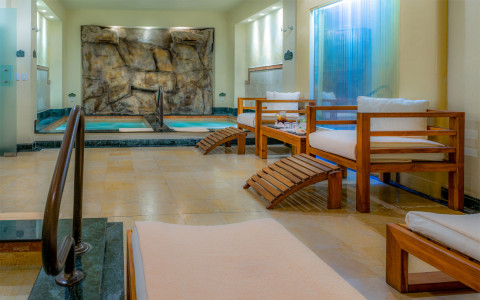 Spa with cushioned benches and pool