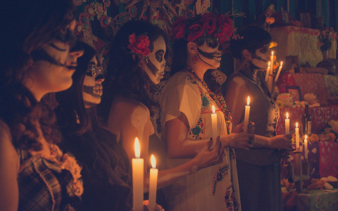 Día de los Muertos: A Unique Mexican Holiday Blog Post