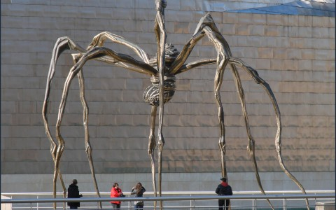 louis bourgeois giant spider sculpture