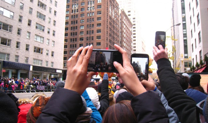 spectators at macys thanksgiving day parade