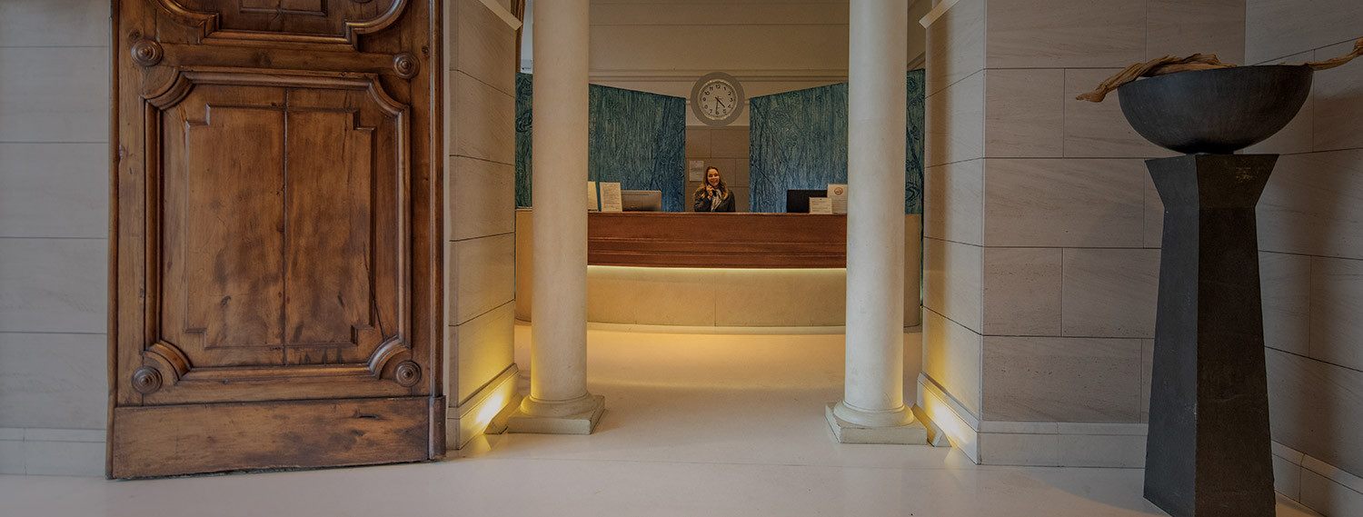 luxe rose garden check in desk