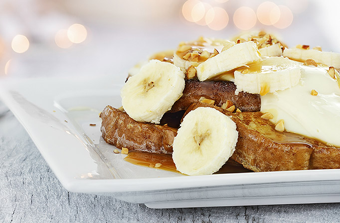 French Toast with sliced bananas