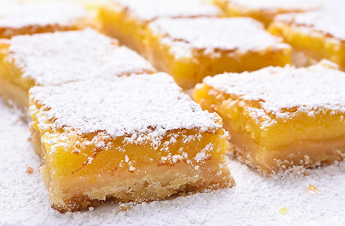 Lemon Bars with powdered sugar