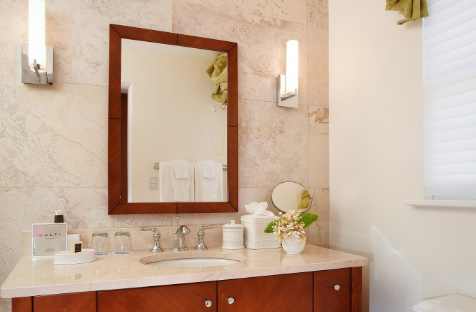 Rosedon Rooms Delux 2 bathroom with mirror, sink, and cabinets