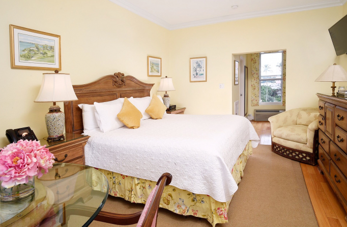 Rosedon Rooms Standard Room 2 with bed dresser table and chairs