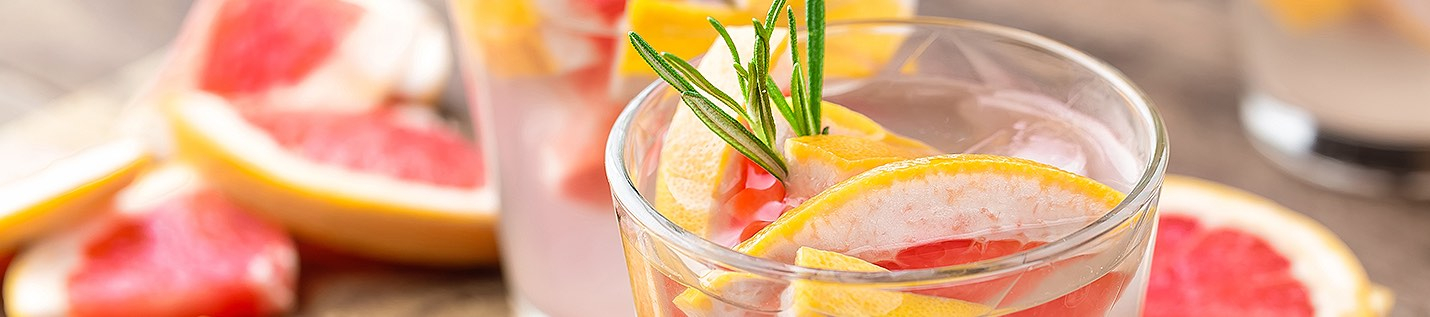 Plastic cup with grapefruit slices