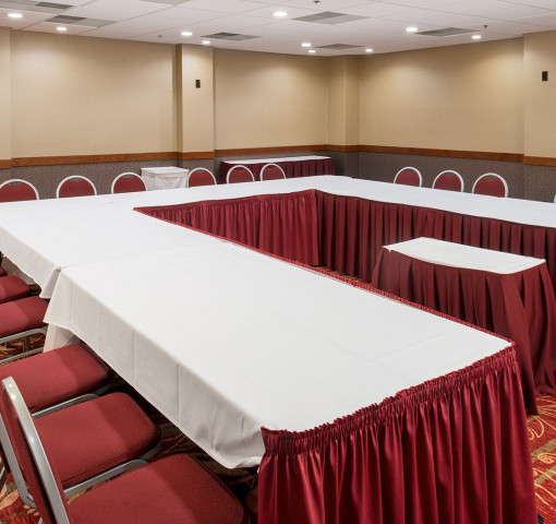 Cottonwood Meeting Room With Rectangle Tables And Chairs