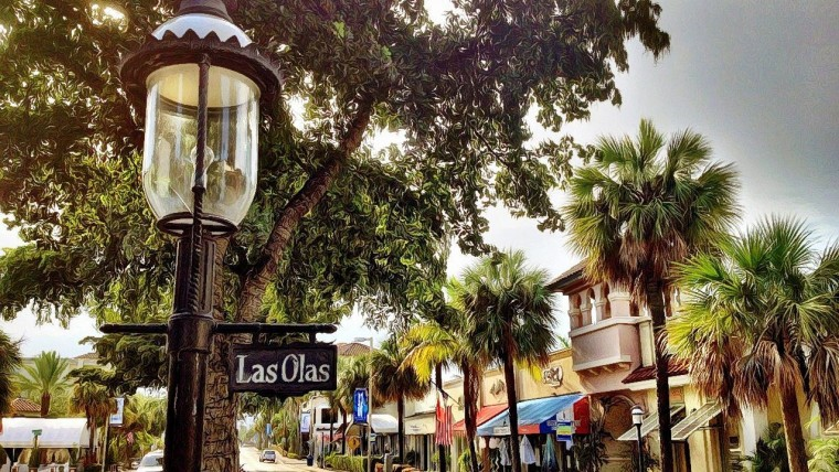 Las Olas street with shops & restaurants