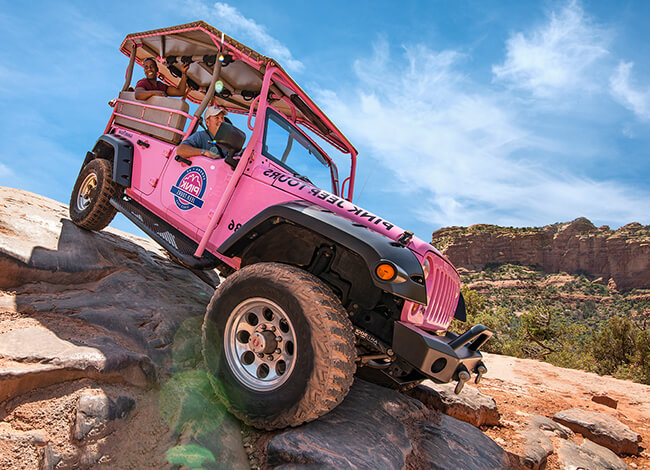 jeep driving over rocks for the broken arrow adventure