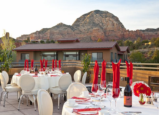outdoor dining patio at sedona rouge