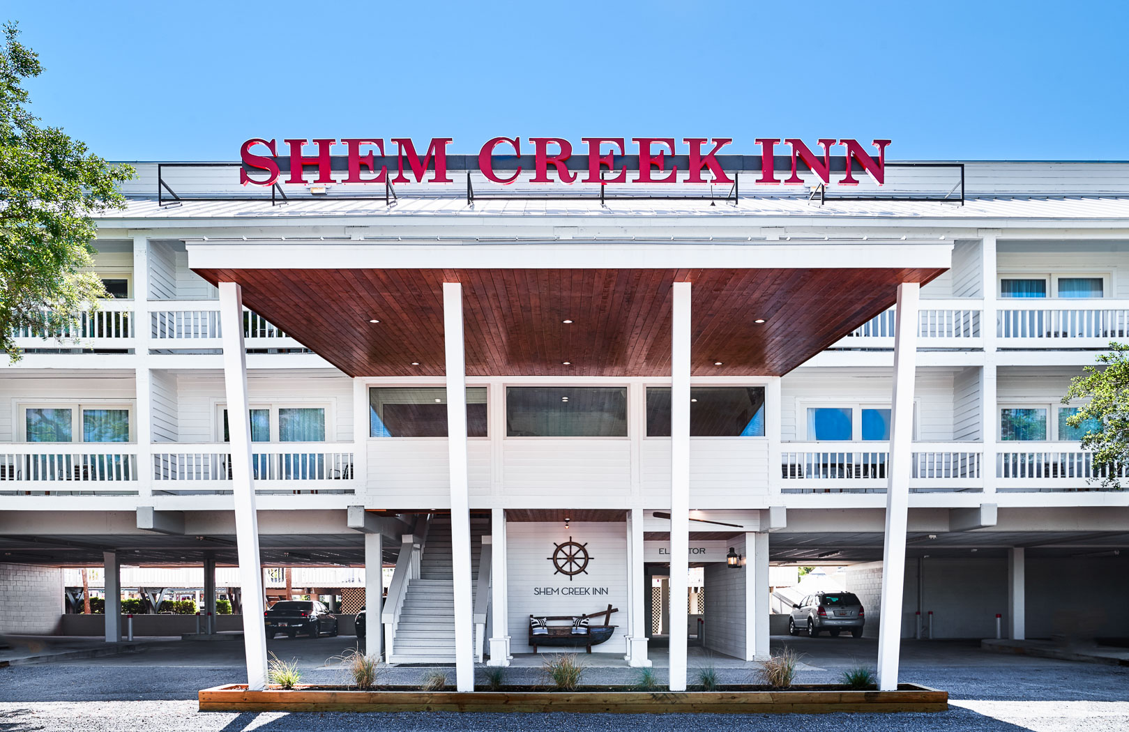 Front entrance of Shem Creek Inn