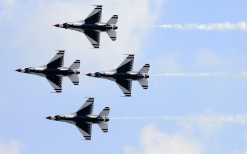 Thunderbirds jets in Formation