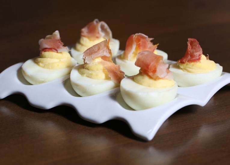 develed eggs with ham