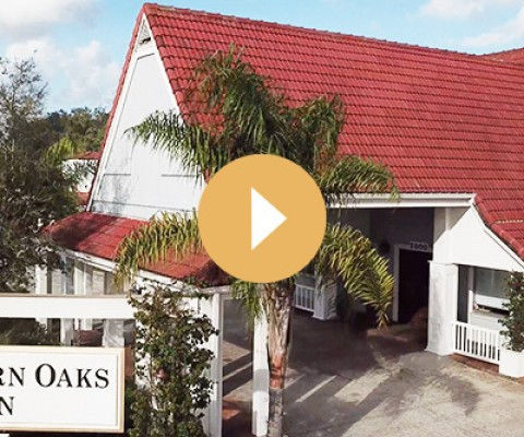 entrance of southern oaks inn homepage thumbnail