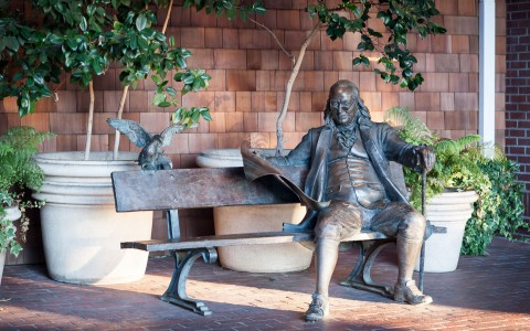 Statue of Ben Franklin sitting on a bench