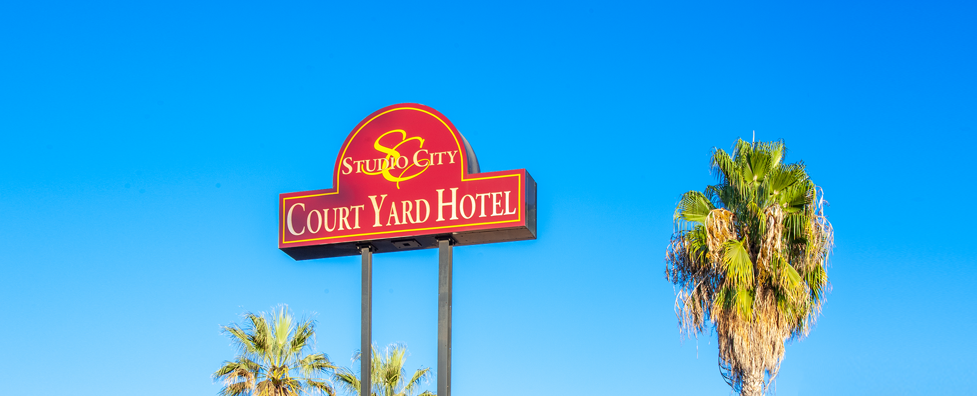 studio city court yard exterior signage