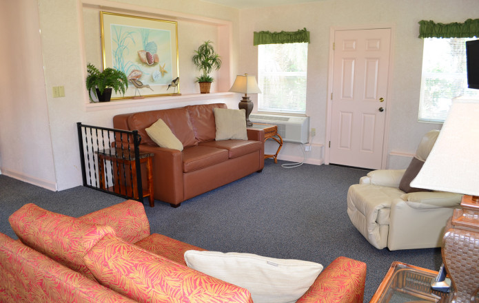 Large 2 Bedroom Vacation Cottage - #129-cottage129 02 living room to relax in
