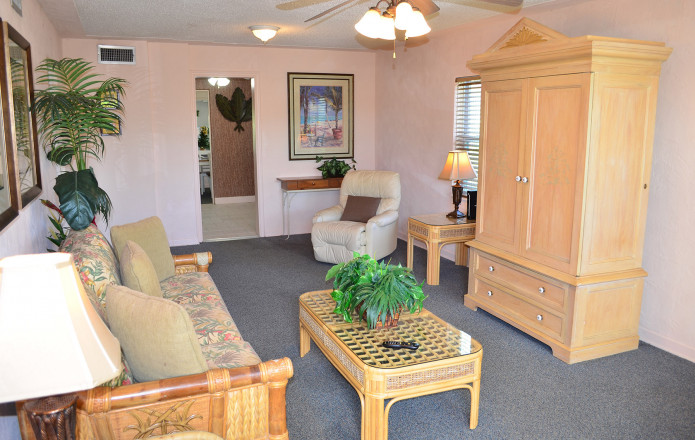 Large 2 Bedroom Vacation Cottage - #129-cottage129 04 cozy family room to relax in