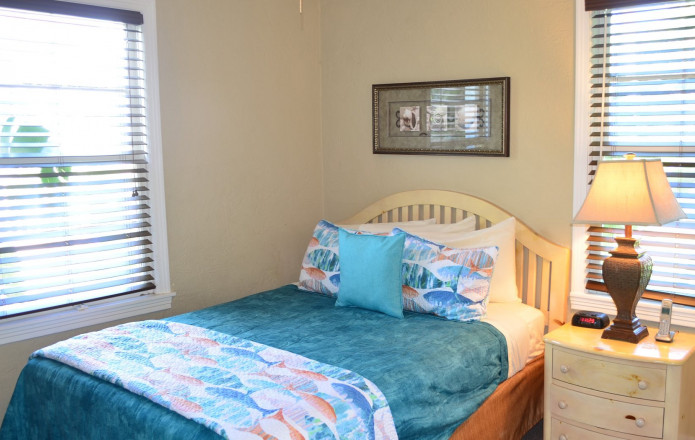 2 Bedroom Vacation Cottage - #128-Guest room with twin bed