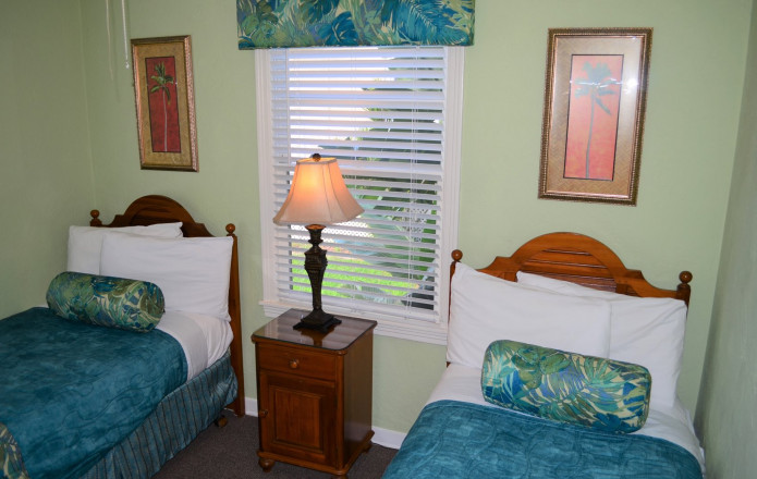 2 Bedroom Vacation Cottage - #128-Guest room with two single beds