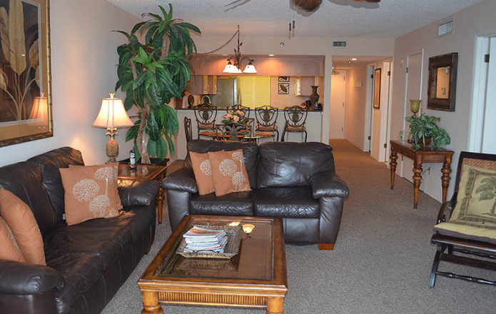 Deluxe 2 Bedroom Oceanfront Condo-oceanfront living room suite