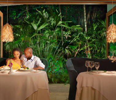 Couples Negril romantic dinner