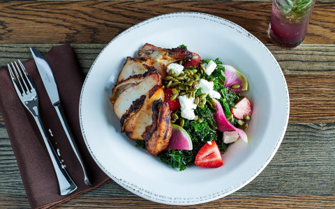 kale salad with strawberries and grilled chicken